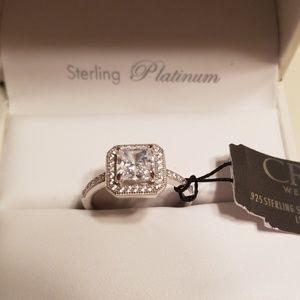 99a7bef61 Crislu Princess Cut Halo CZ Ring - Size 6**
